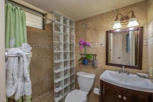 1775-Pee-Road-Poipu-Shore-202B-large-018-12-Bathroom-1500x1000-72dpi